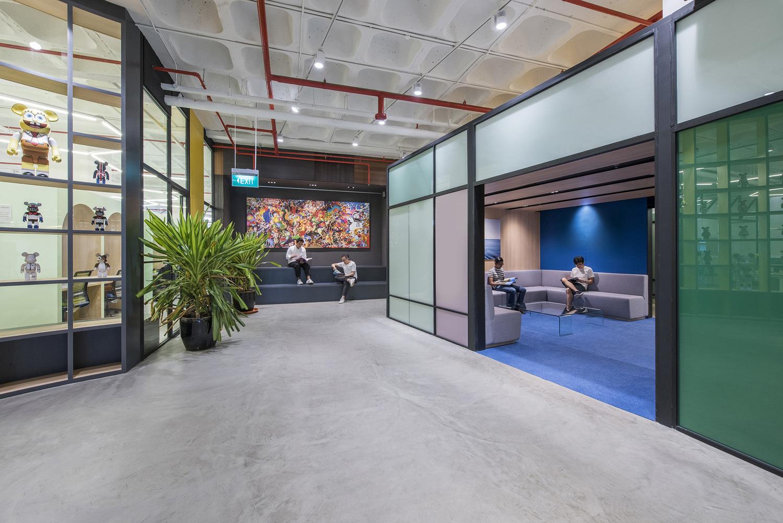 HONESTBEE_circular_plaza_space_looking_into_reception