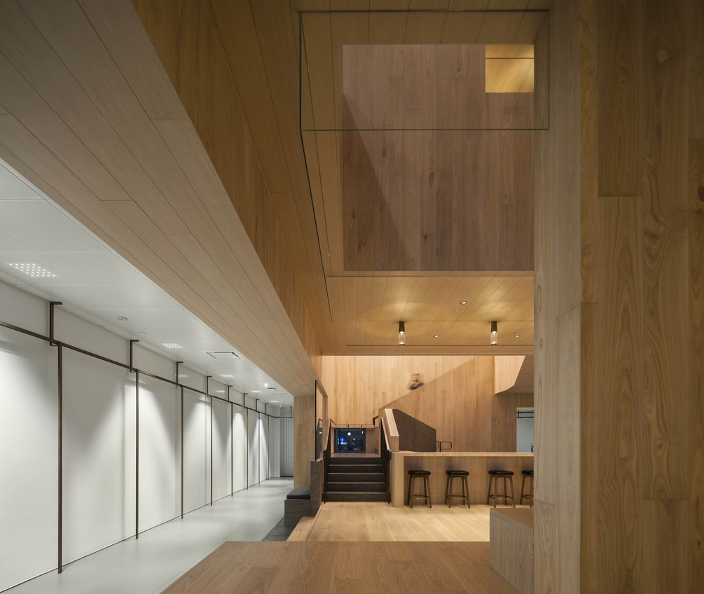 Curio_Stair_of_Encounters_-_Bloomberg_HK_Office_photographed_by_Pedro_Pegenaute_(2)