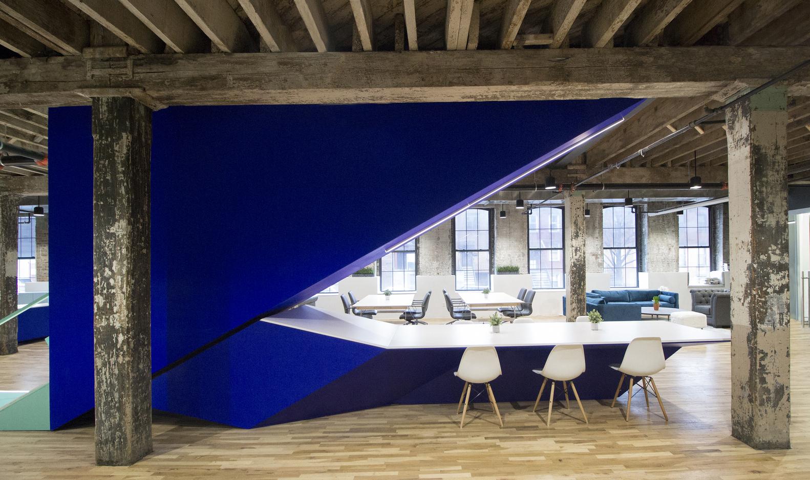 LEESER_COWORKRS_MAIN_STAIR-DESK_credit_LEESER_ARCHITECTURE
