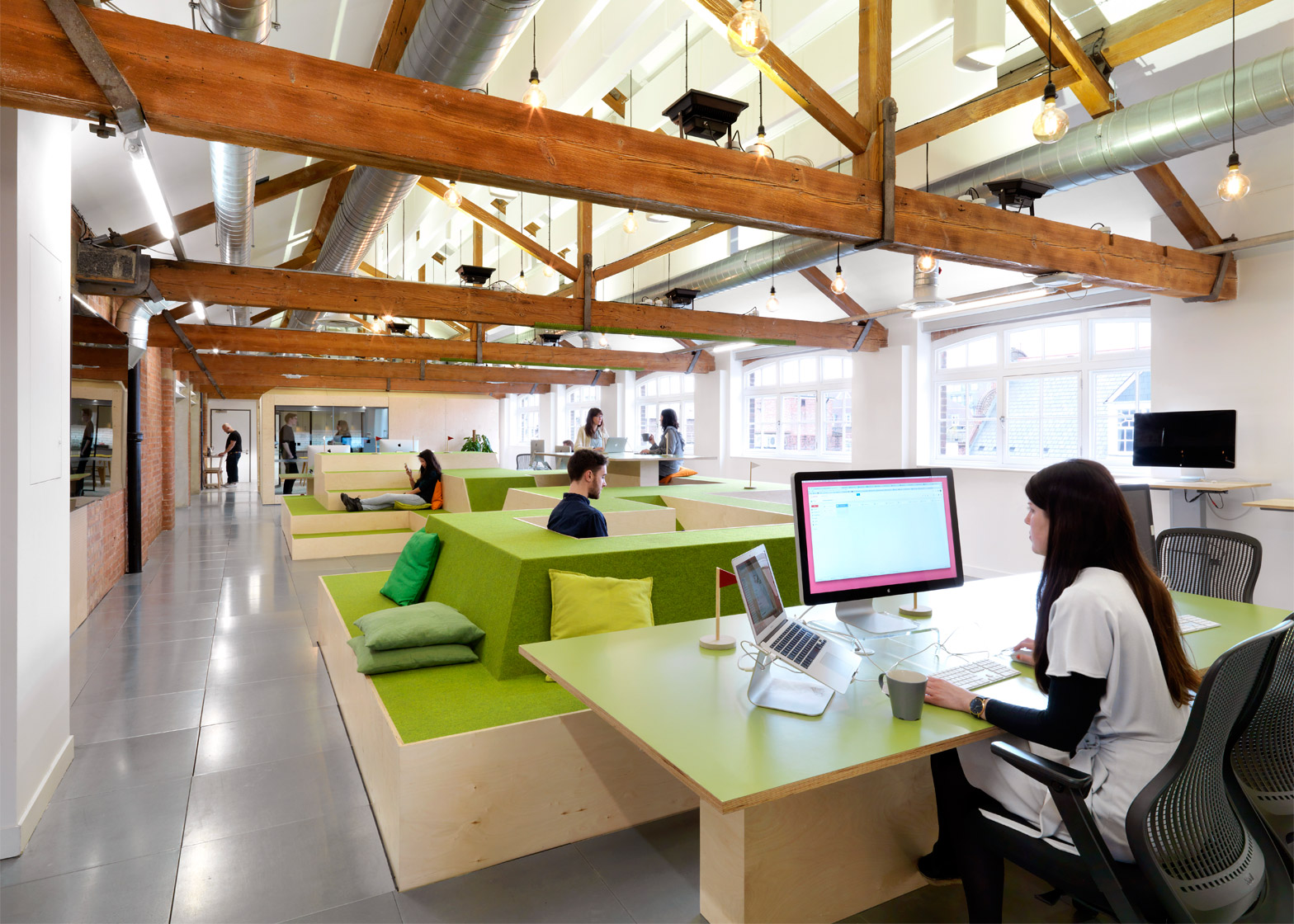 airbnb-office_london_threefold_dezeen_1568_3