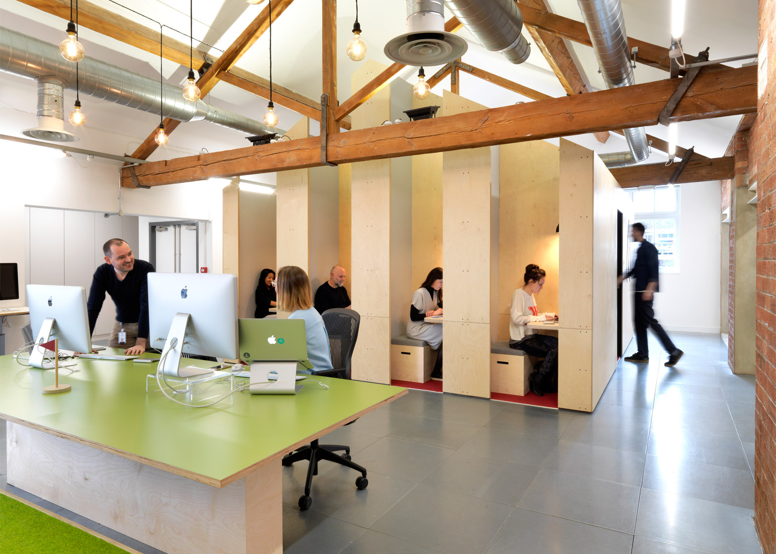 airbnb-office_london_threefold_dezeen_1568_4