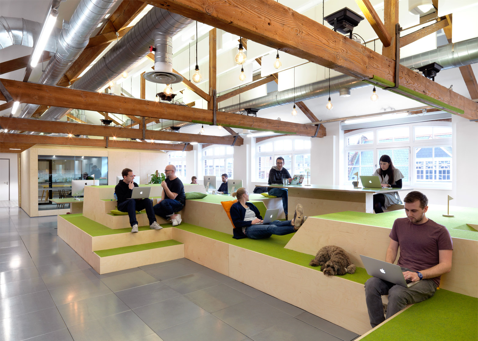 airbnb-office_london_threefold_dezeen_1568_5