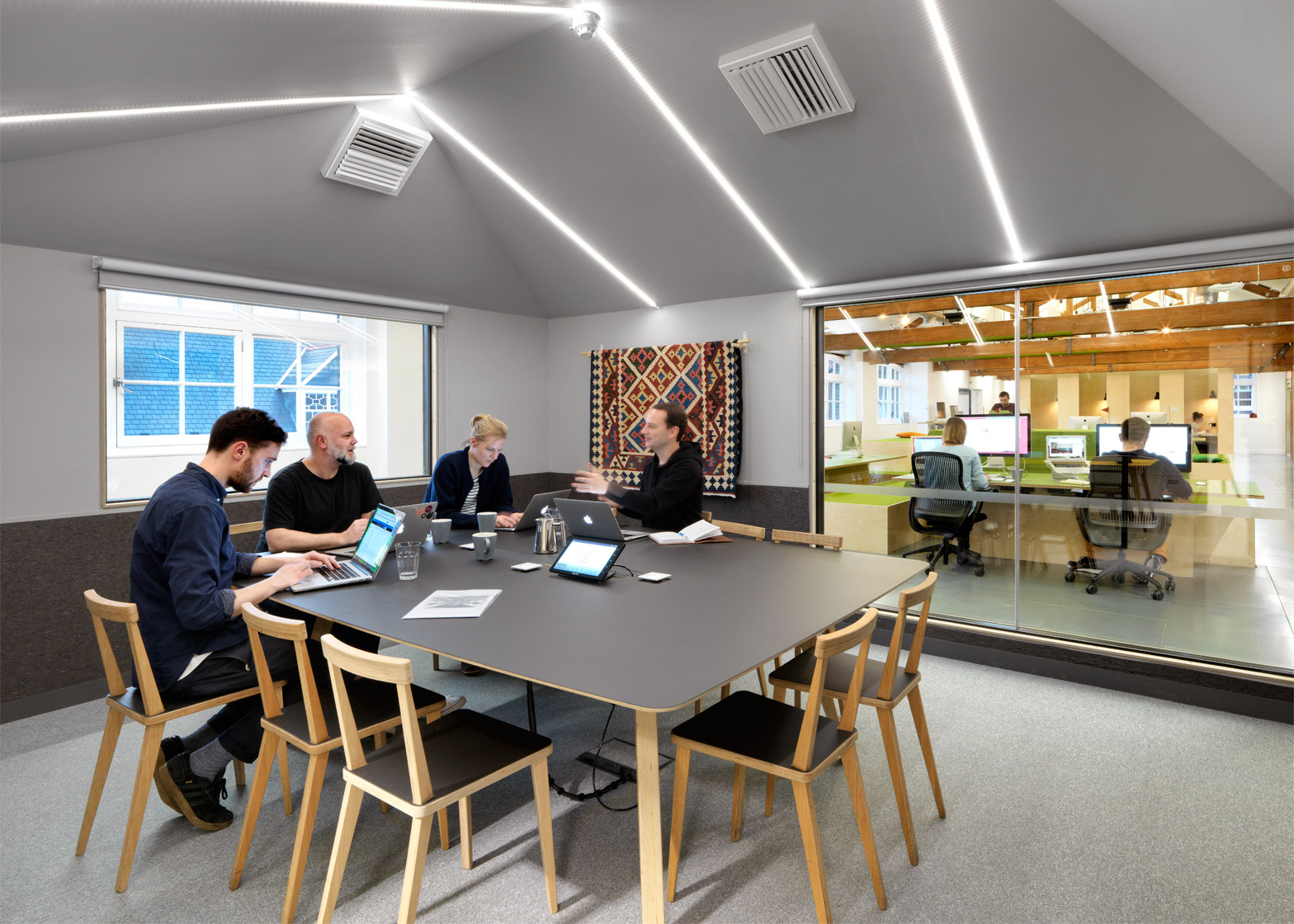 airbnb-office_london_threefold_dezeen_1568_6