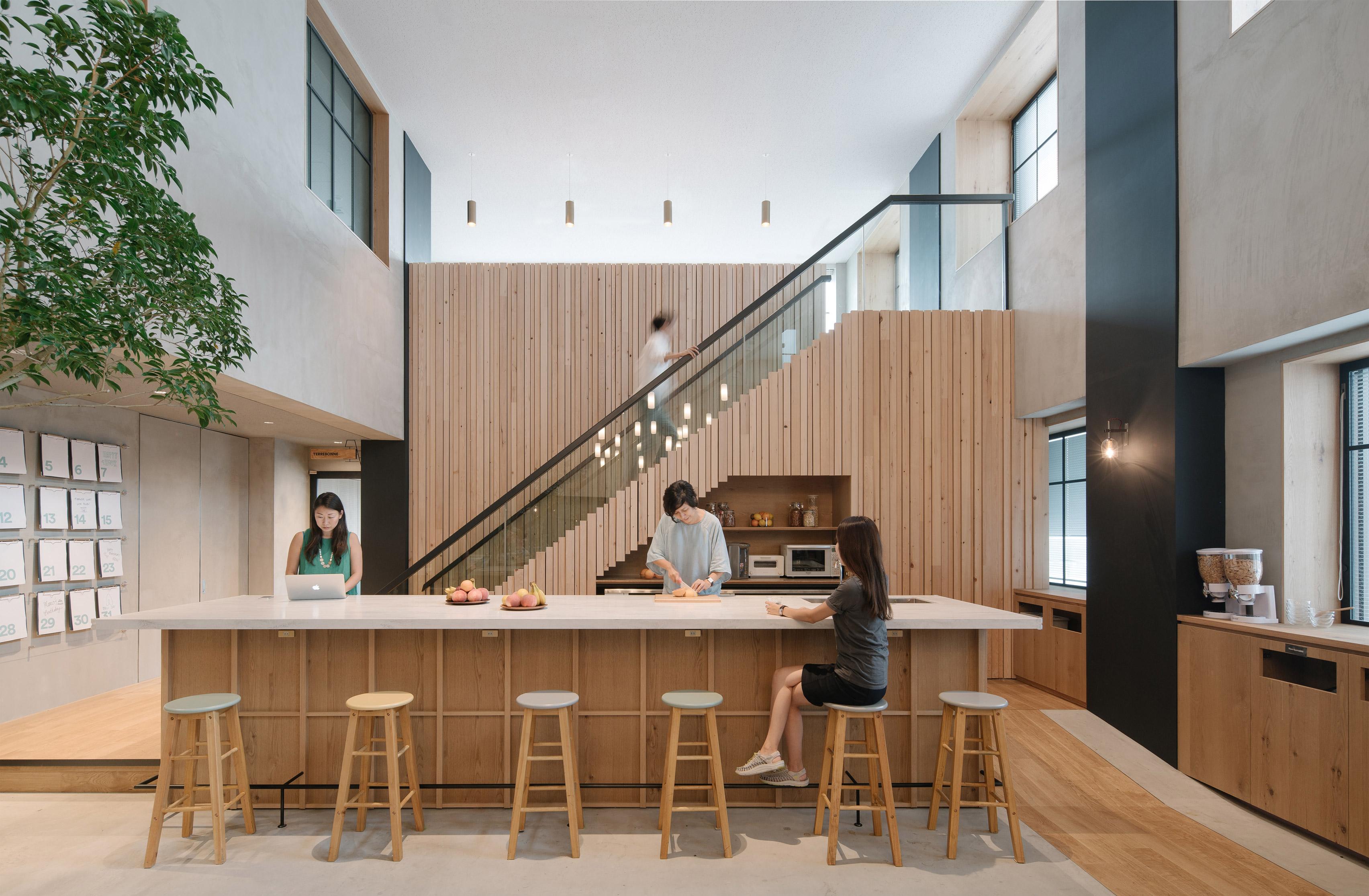 airbnb-tokyo-office-_dezeen_3408_11