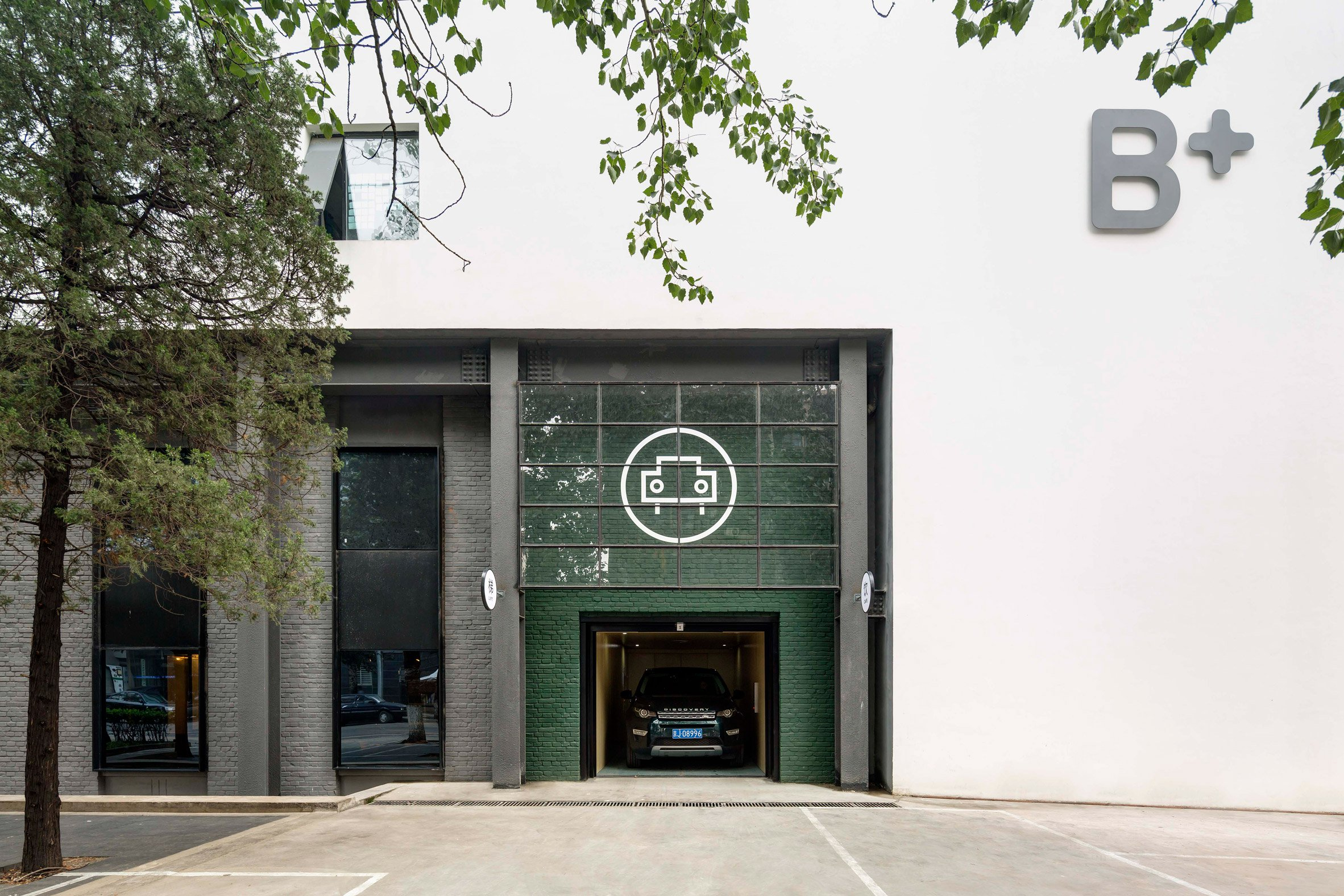 the-garage-neri-hu-beijing-cafe-industrial-car-workshop-cafe_dezeen_2364_col_0