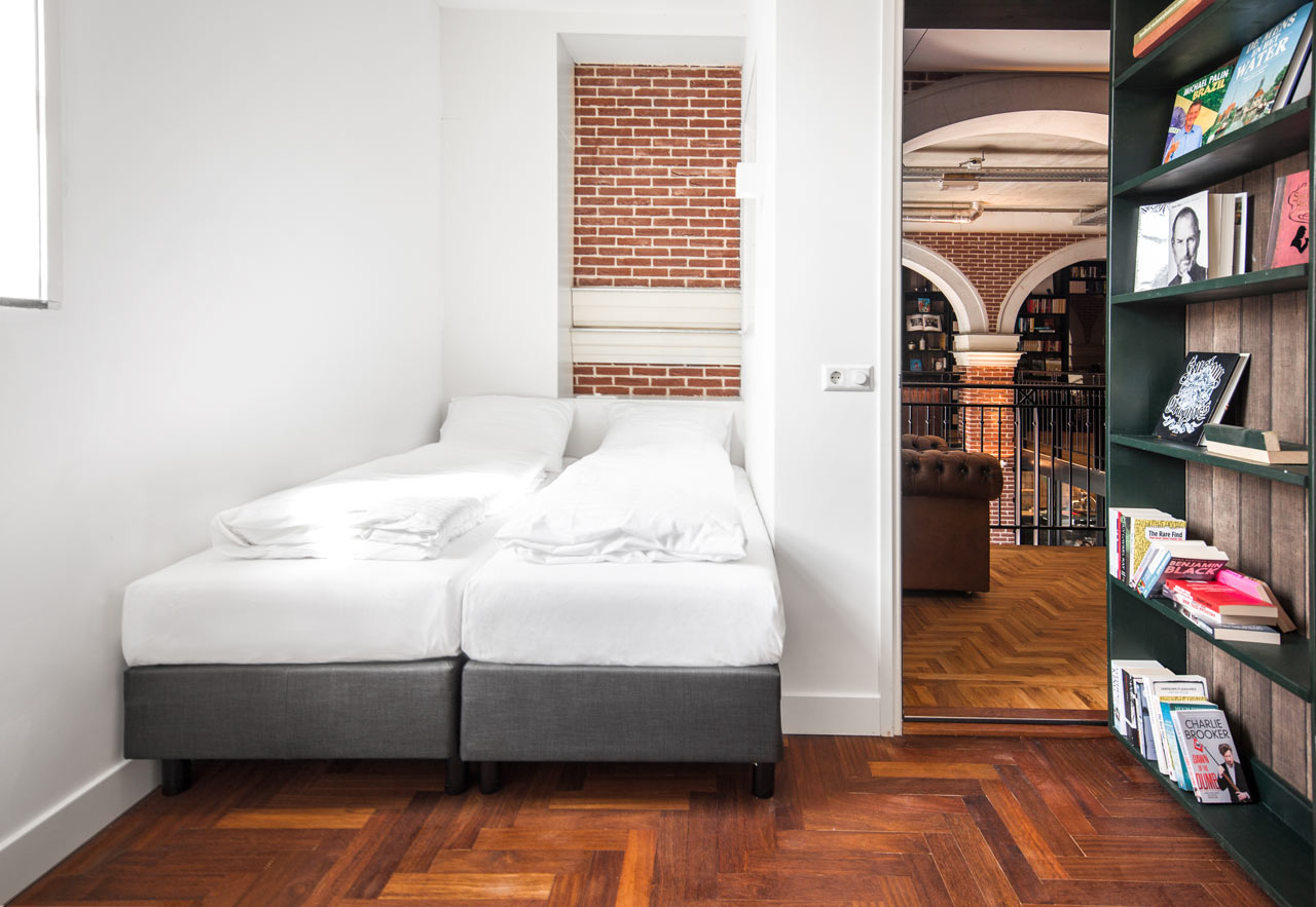 Destin-Hotel-Not-Hotel-21-bookcase