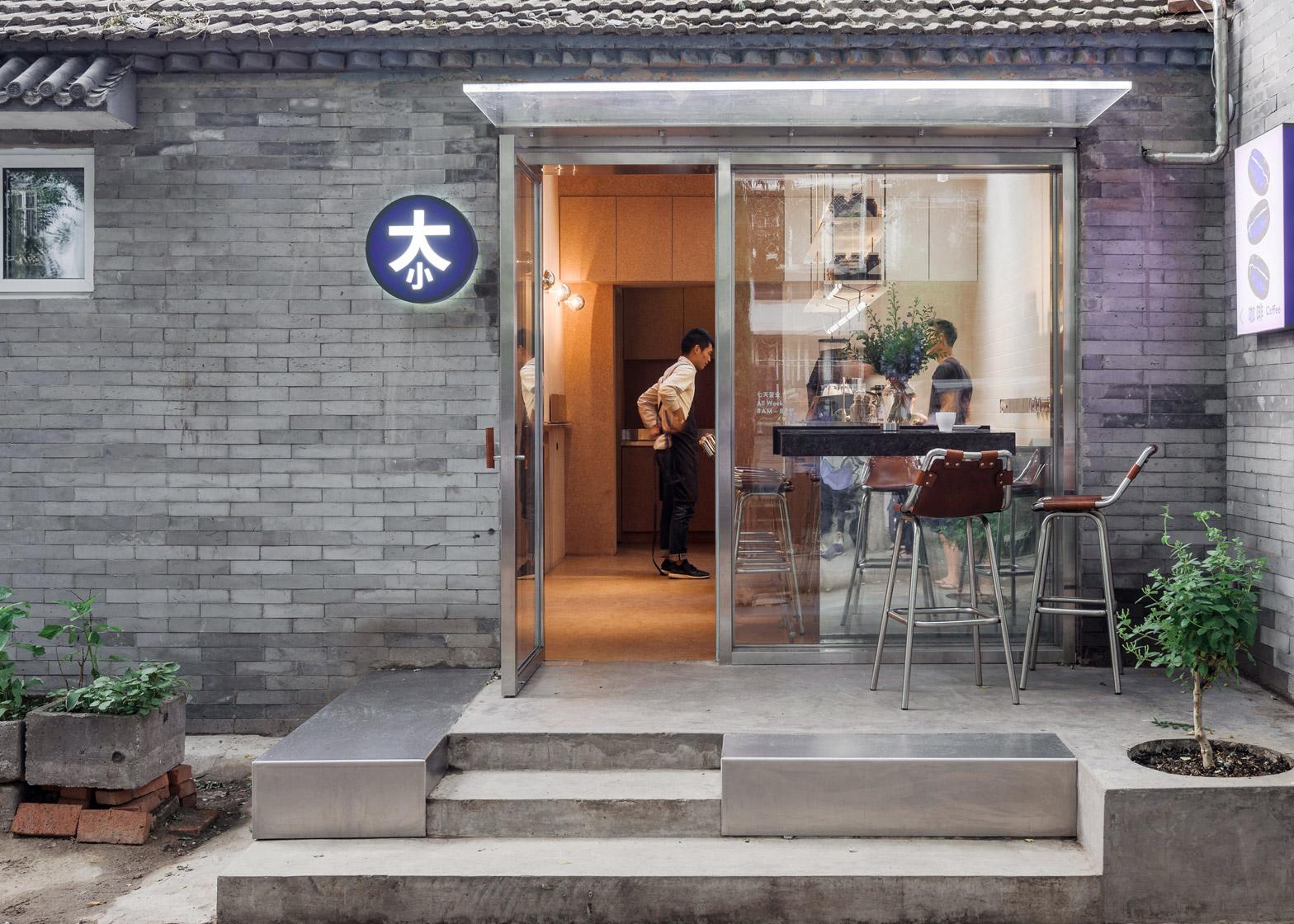 big-small-coffee-bar-b-and-b-guest-room-hutong-office-aio-beijing-cork_dezeen_1568_9