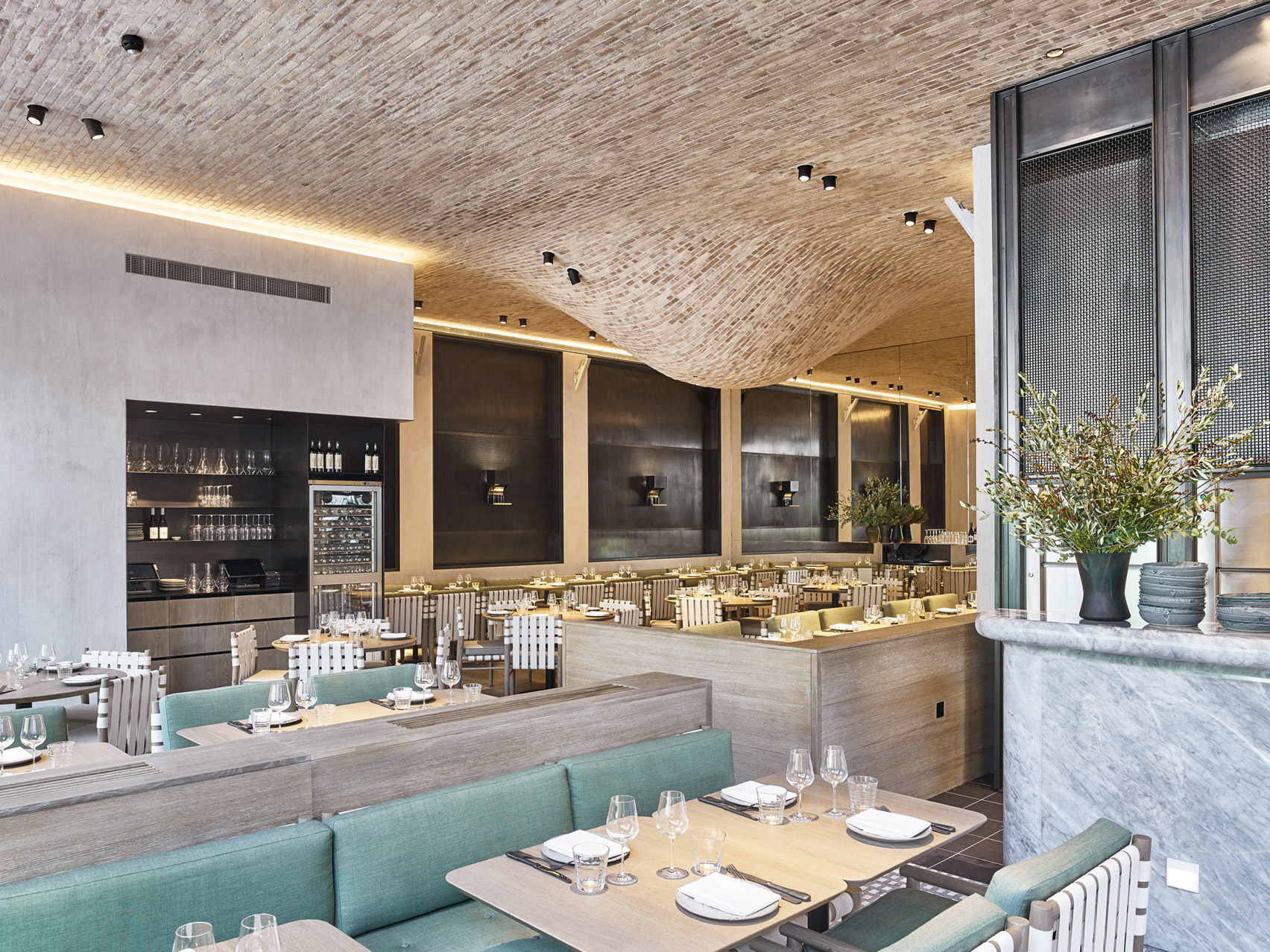 fucina-restaurant-andy-martin-architecture-interiors-london_dezeen_1704_col_6