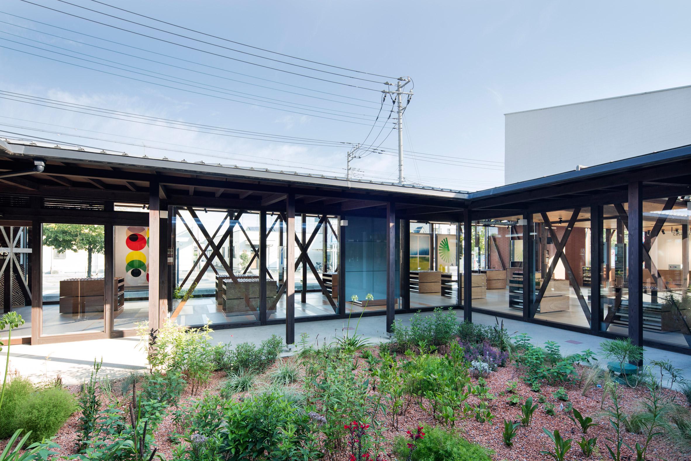 jins-eyeware-schemata-architects-shop-interior-renovation-ageo-japan_dezeen_2364_col_1