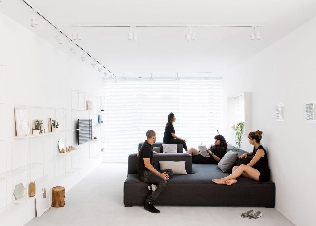 minimalist-tel-aviv-apartment-yael-perry-israel_dezeen_2364_ss_0-1024x732