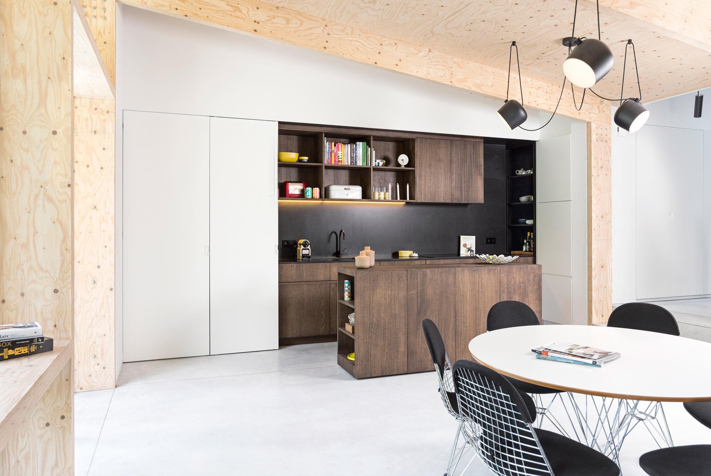 semi-detached-house-with-an-outdoor-area-studio-k-rob-mols-belgium_dezeen_2364_col_0