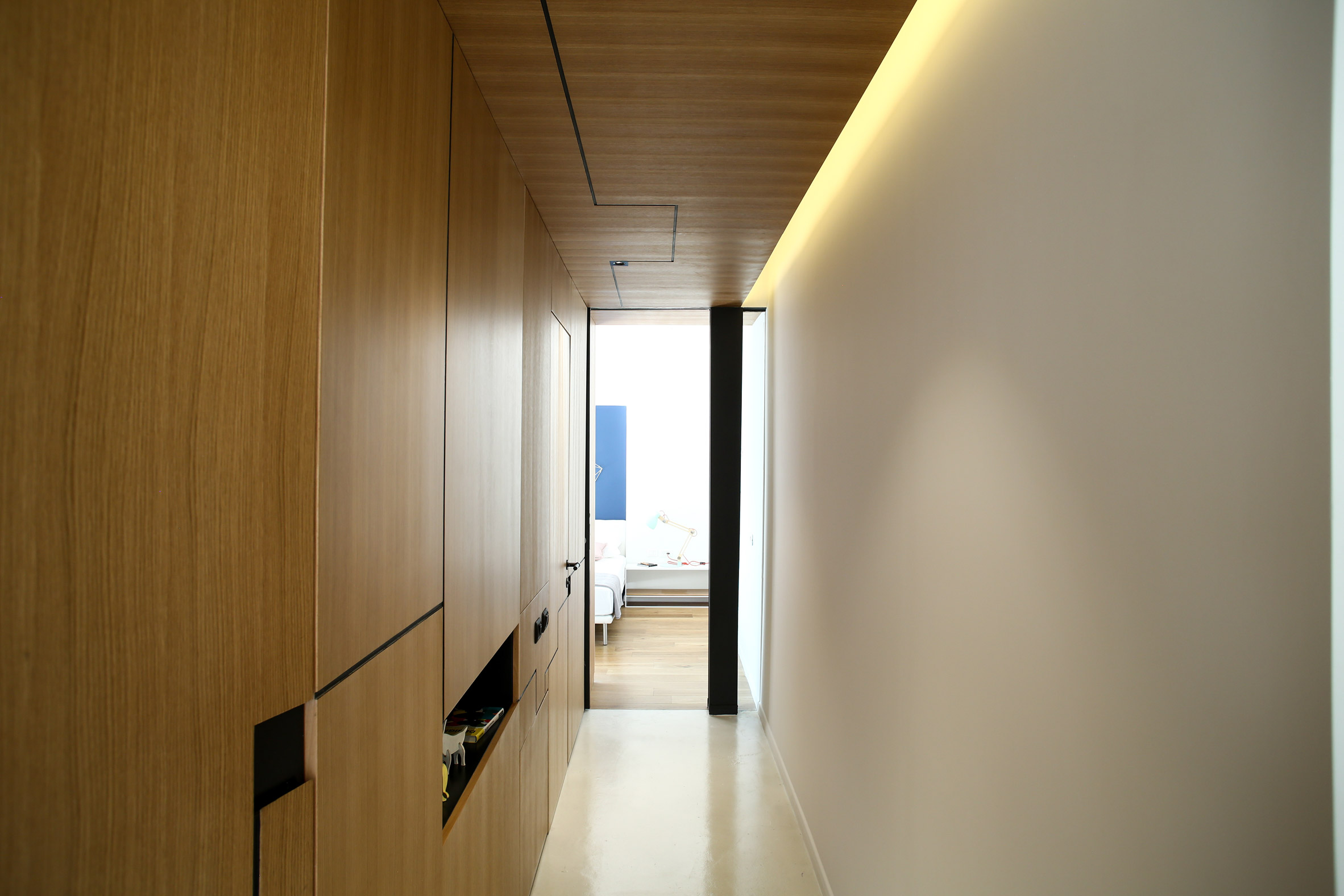 weisel-apartment-tel-aviv-israel-dori-design-studio-renovation_dezeen_2364_col_18