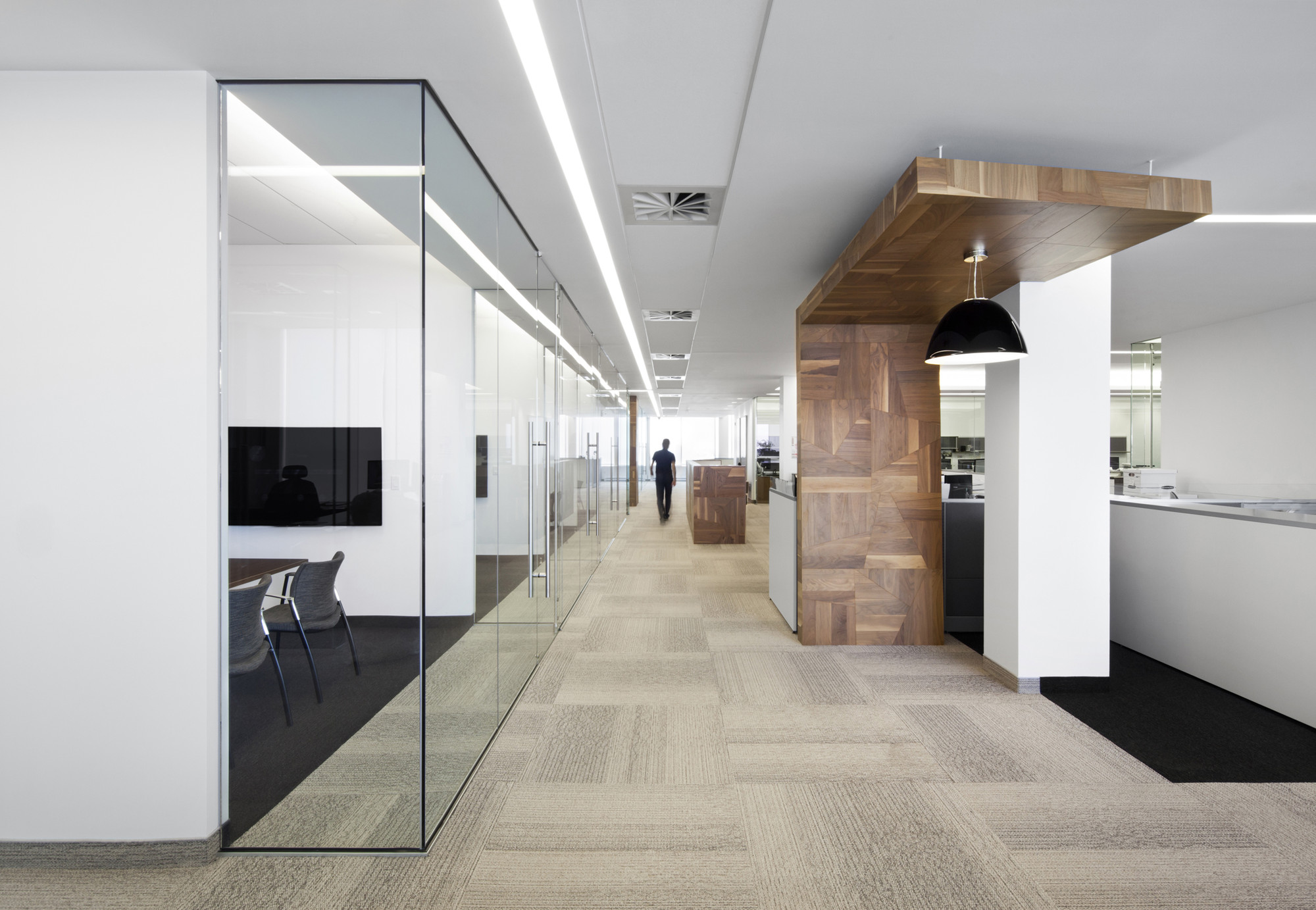 1321_Broccolini_Office_05_archdaily