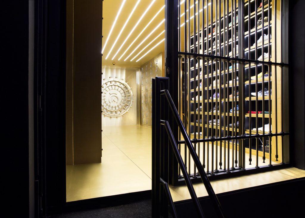 24-kilates-by-external-reference-architects-interior-bangkok_dezeen_2364_ss_0-1024x732