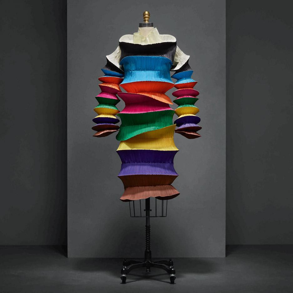flying-saucer-dress-issey-miyake-manus-x-machina-fashion-exhibition-met-nyc_dezeen_936_6