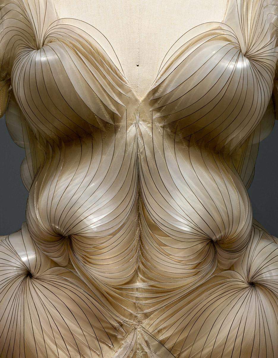 iris-van-herpen-manus-x-machina-fashion-exhibition-met-nyc_dezeen_936_11