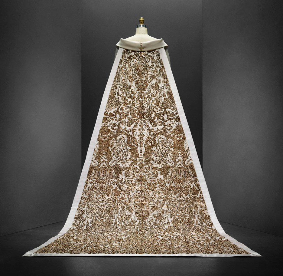 wedding-ensemble-karl-lagerfeld-manus-x-machina-fashion-exhibition-met-nyc_dezeen_936_13