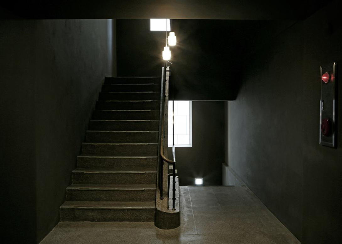 Small-House-Big-Door-by-Design-Methods_dezeen_784_11副本