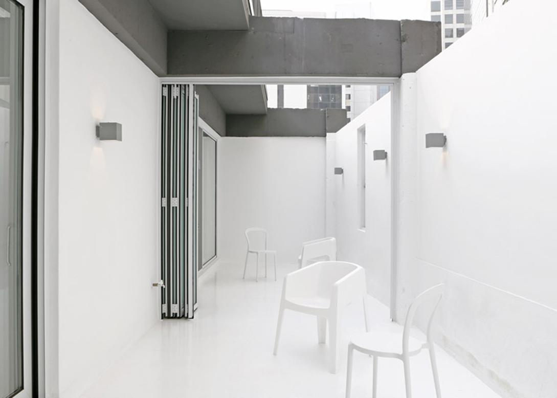Small-House-Big-Door-by-Design-Methods_dezeen_784_20副本