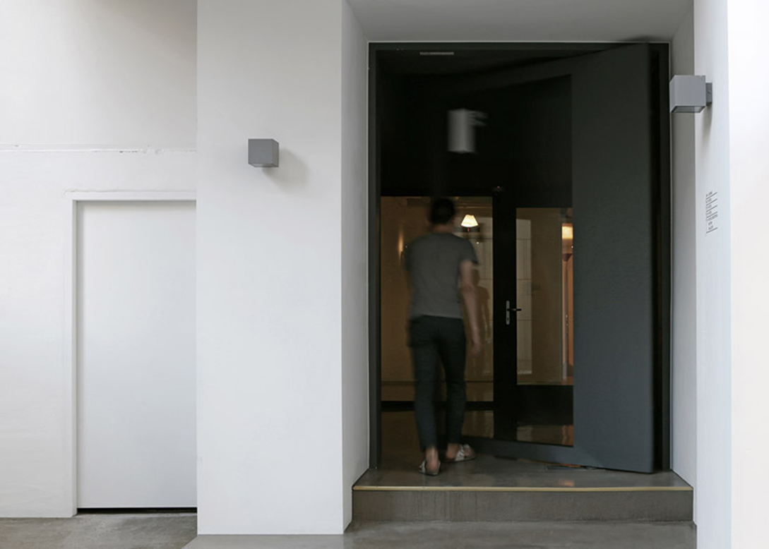 Small-House-Big-Door-by-Design-Methods_dezeen_784_3副本