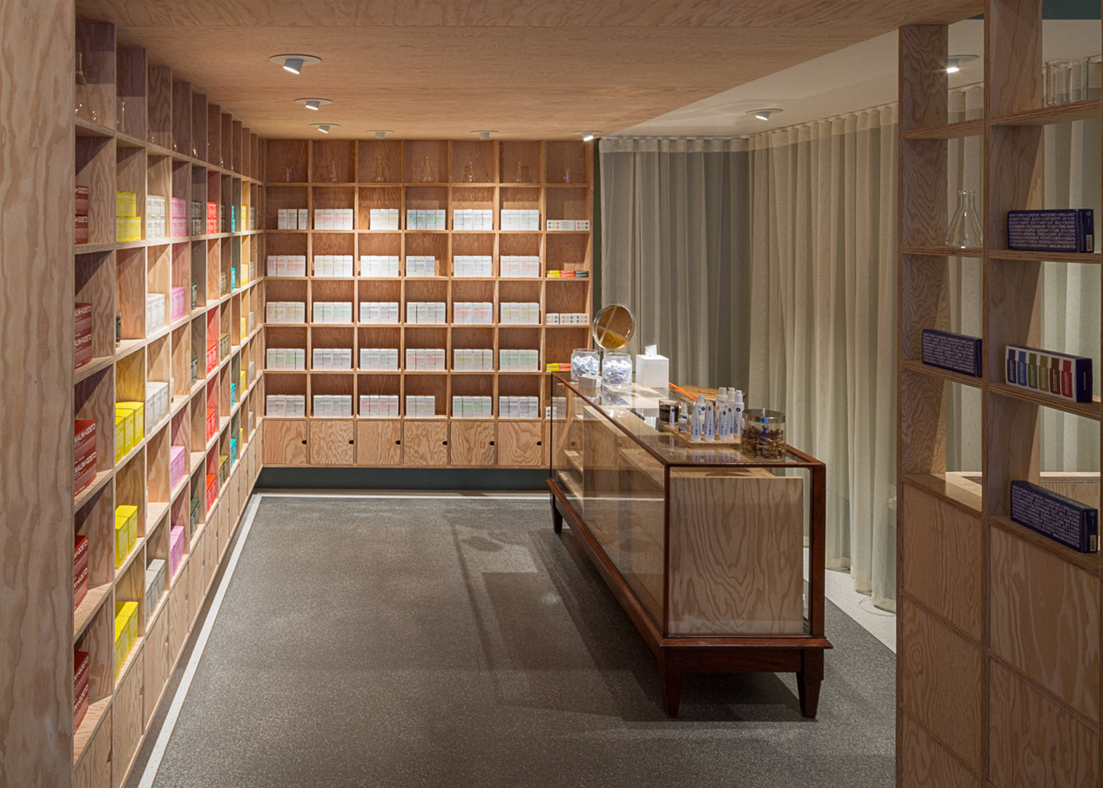 malingoetz-apothecary-shops-jonathan-tuckey-interior-london_dezeen_1568_4