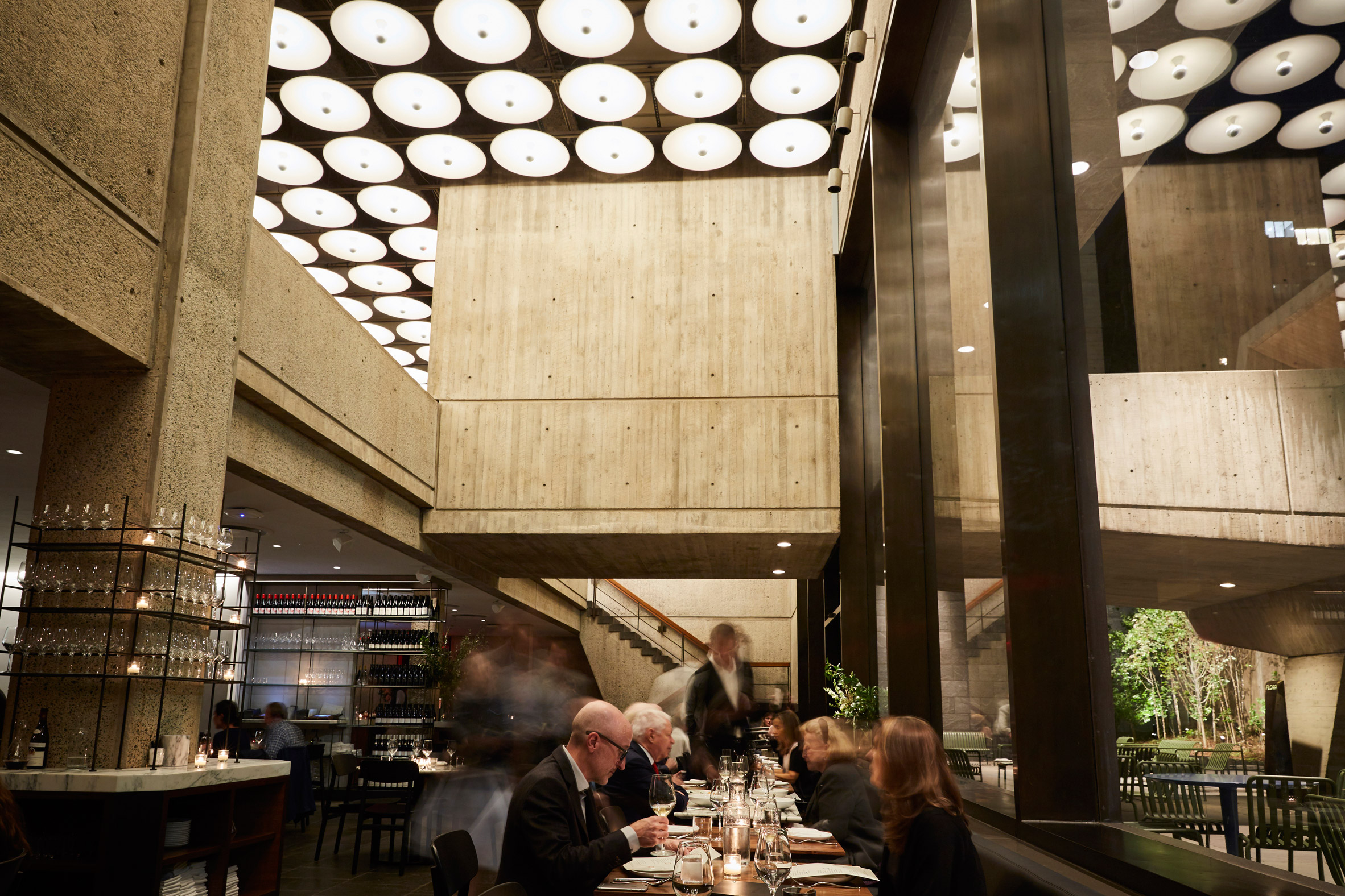 flora-bar-cafe-restaurant-interior-design-beyer-blinder-belle-met-breuer-new-york-city-usa_dezeen_2364_col_2